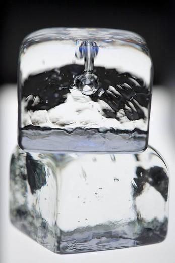 Stock Photo: 4073R-1673 Ice cubes