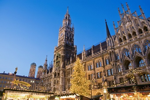 Stock Photo: 4073R-4190 Christmas Market in Marienplatz, Munich, Germany