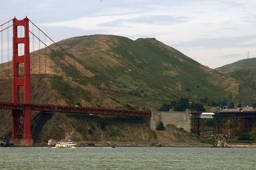 Stock Photo: 4076-134 Suspension bridge across a bay, Golden Gate Bridge, San Francisco, California, USA