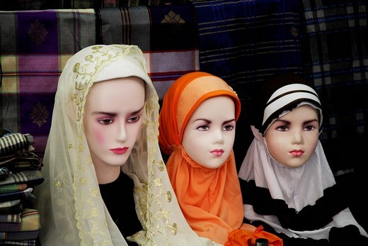 Stock Photo: 4079R-2921 Mannequin´s wearing Muslem head scarfs
