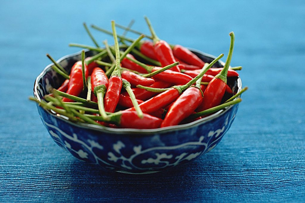 Stock Photo: 4079R-5398 Still life of chilies in bowl