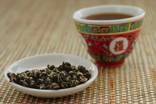 Tea leaves on plate with Chinese teacup : Stock Photo