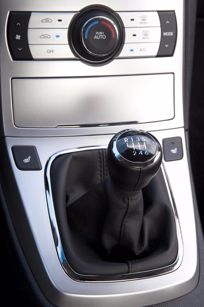 2010 Hyundai Genesis Coupe 3.8 V-6 gear box xlose-up : Stock Photo