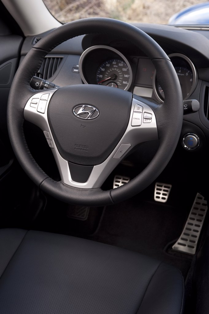 2010 Hyundai Genesis Coupe 3.8 V-6 steering wheel : Stock Photo