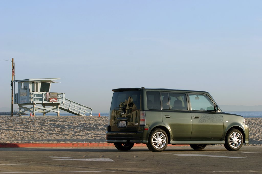 Scion xB 2005 dark green sand lifeguard stand : Stock Photo