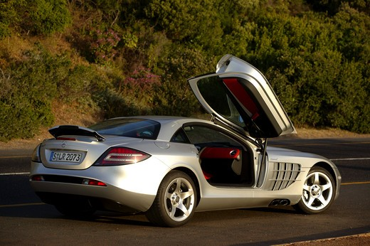 Stock Photo: 4093-16087 Mercedes Benz SLR McLaren 2005 silver open door