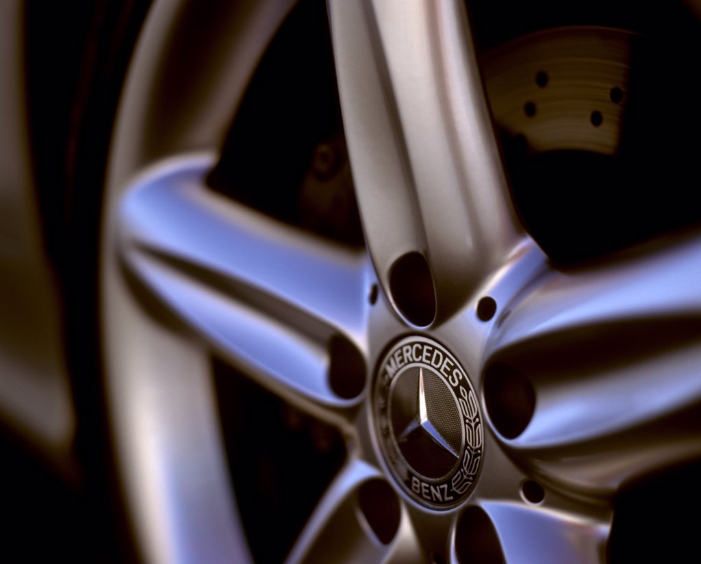 Stock Photo: 4093-17748 detail Mercedes Benz SL500 SL-Class 2003 wheel badge logo
