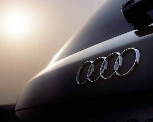 low angle detail Audi A4 Avant 1.8T grey hazy sun hatch rings 2002 : Stock Photo