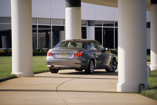 BMW 525i 5 Series 2004 silver colonnade building city : Stock Photo
