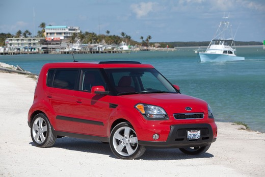 Front 3/4 static view of 2010 red Kia Soul at the beach : Stock Photo