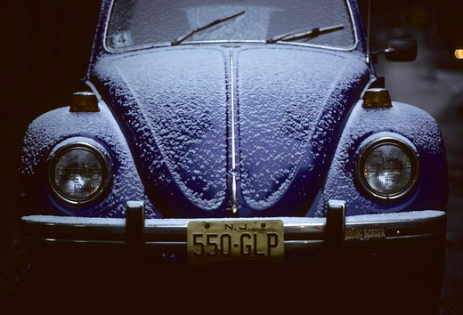 detail Beetle 1968 1960s blue headlights frost hood bumper license plate windshield wipers turn signals : Stock Photo