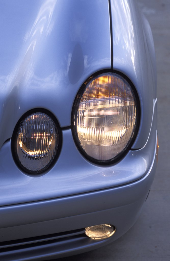 detail Mercedes Benz CLK430 CLK-Class 2001 silver headlight : Stock Photo