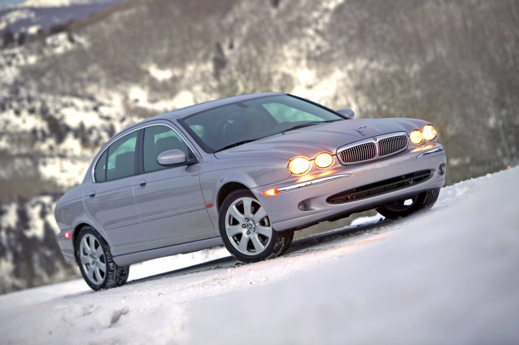 Jaguar X-Type 2005 silver headlights : Stock Photo