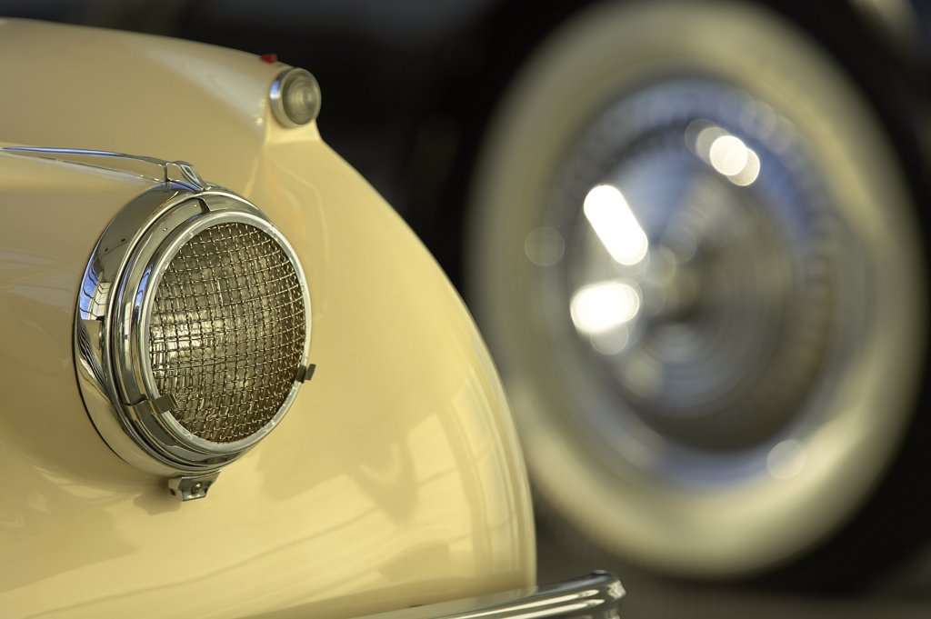 detail Jaguar XK120 white headlight wheel : Stock Photo