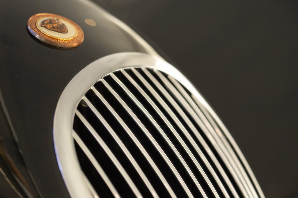 detail Jaguar XK120 black grille : Stock Photo