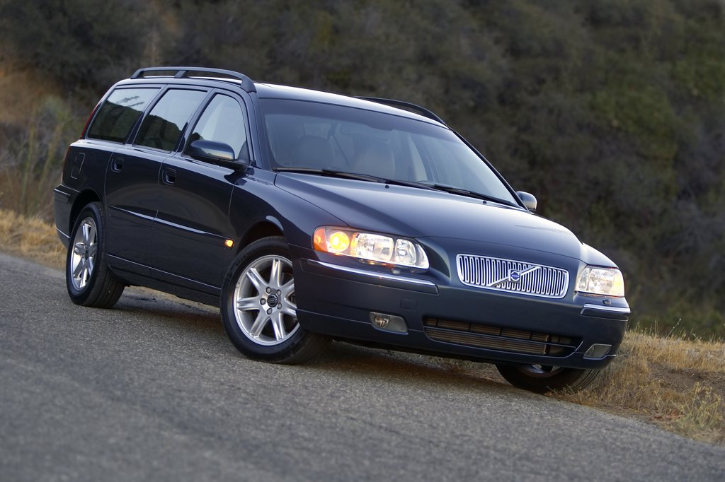 Swedish Manufacturers,2006 Volvo V70 blue : Stock Photo