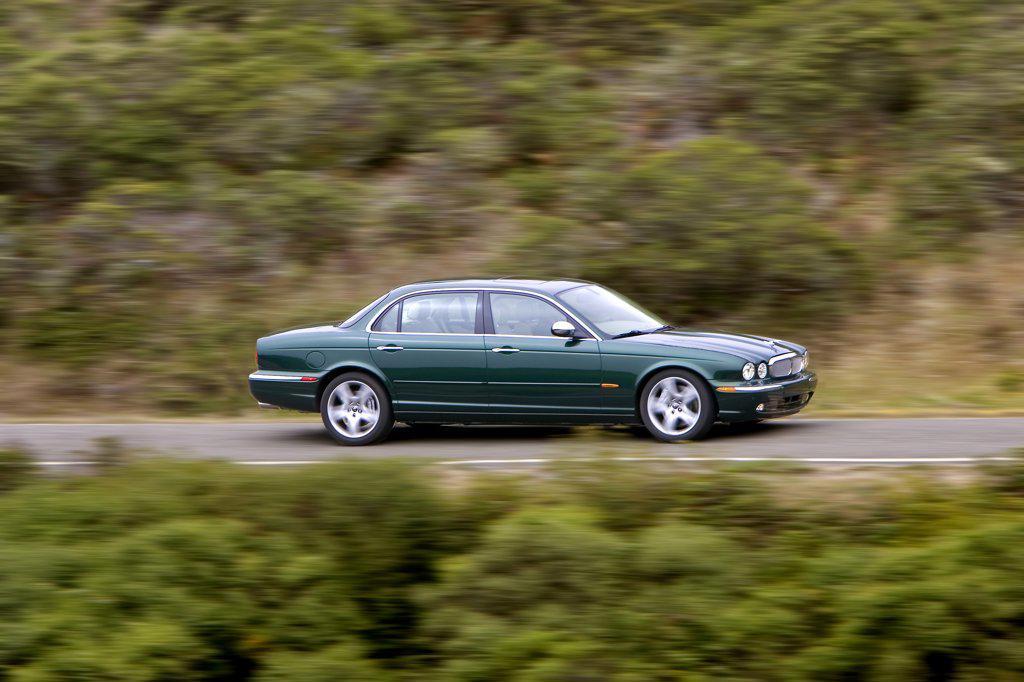 2006 Jaguar XJ8 Super V8 green : Stock Photo