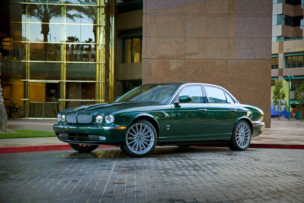 2007 Jaguar XJ-R XJR : Stock Photo