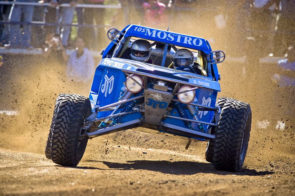 Custom Dirt racer dune buggy racing through the dirt and mud  Offroad Off road racing in the dirt desert : Stock Photo