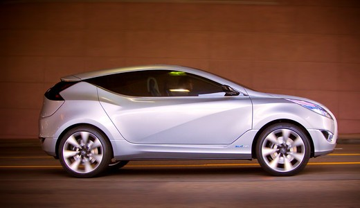 2009 Hyundai HCD-11 Nuvis Concept car parked in tunnel, side view : Stock Photo
