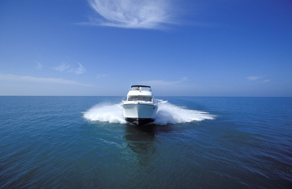 Bayliner 3788 powerboat motor power yacht boat front nose head on : Stock Photo