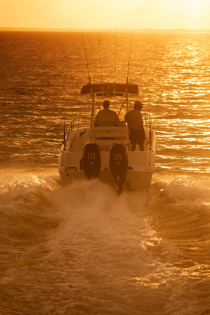 Sun Chaser outboard motors wake men : Stock Photo