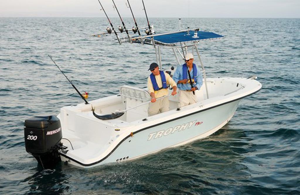 Friends / guys catching a tuna in their Trophy 2103 walkaround boat. Pacific Ocean near San Diego, CA. : Stock Photo
