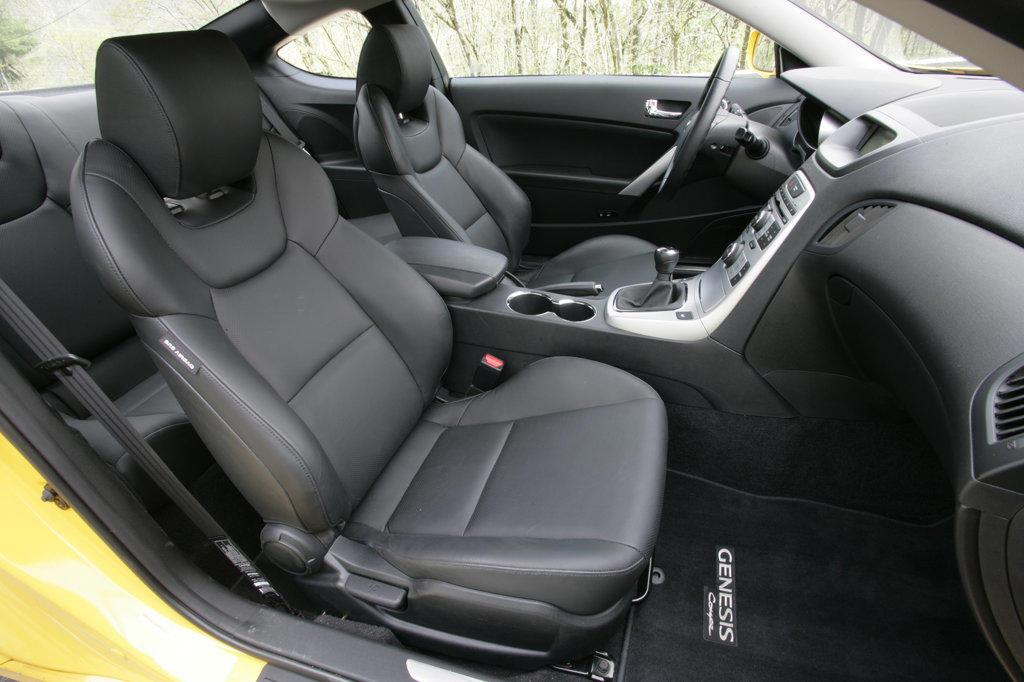 2010 Hyundai Genesis interior, side view : Stock Photo