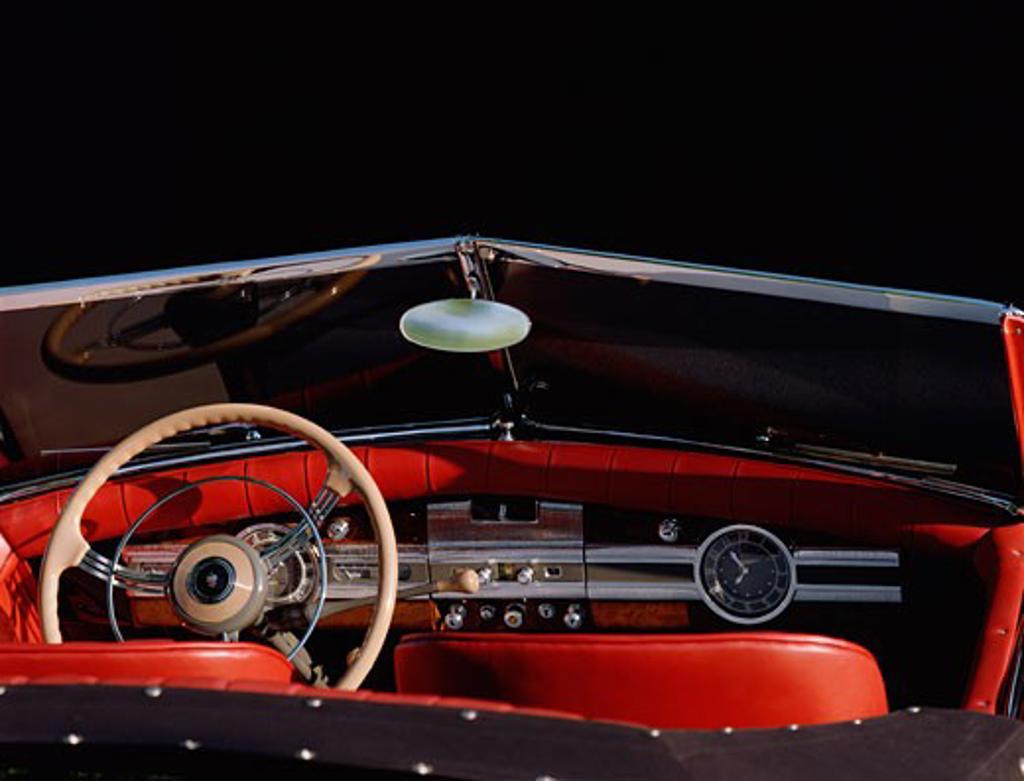 interior detail Packard 1936 1930s red steering wheel dashboard clock IP instrument panel gear shift rear view mirror street : Stock Photo