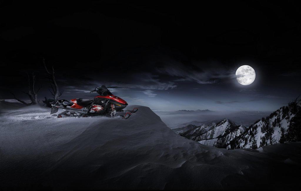 2006 Ski-Doo Skidoo Bombardier BRP Summit snowmobile snow mobile : Stock Photo