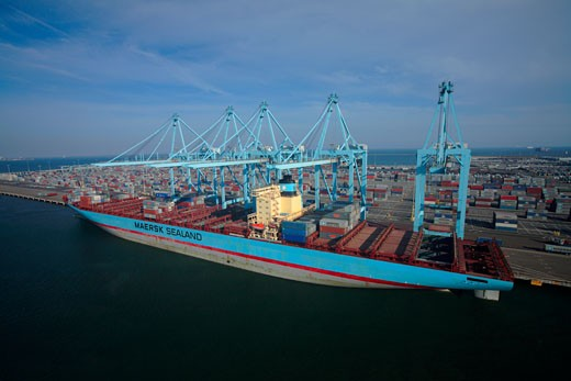 Susan Maersk container ship being loaded and unloaded at the Maersk terminal at the Port of Long Beach, California. : Stock Photo