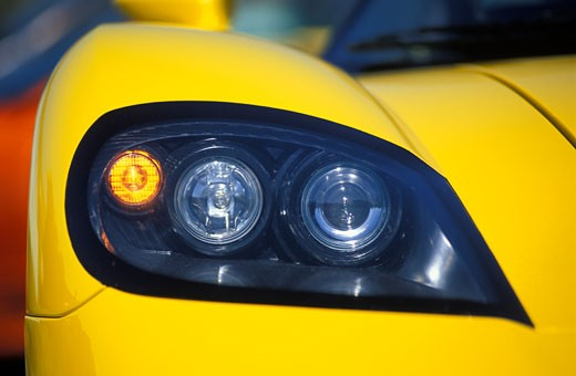 Stock Photo: 4093R-393 detail Saleen S7 2002 yellow headlight head on
