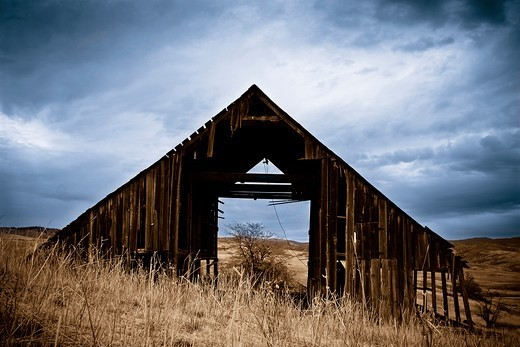 Stock Photo: 4094R-34070 A ramshackle empty barn.