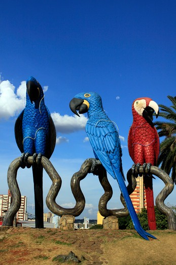 Brazil, Mato grosso do sul, Statues of Araras, Brazilian bird : Stock Photo