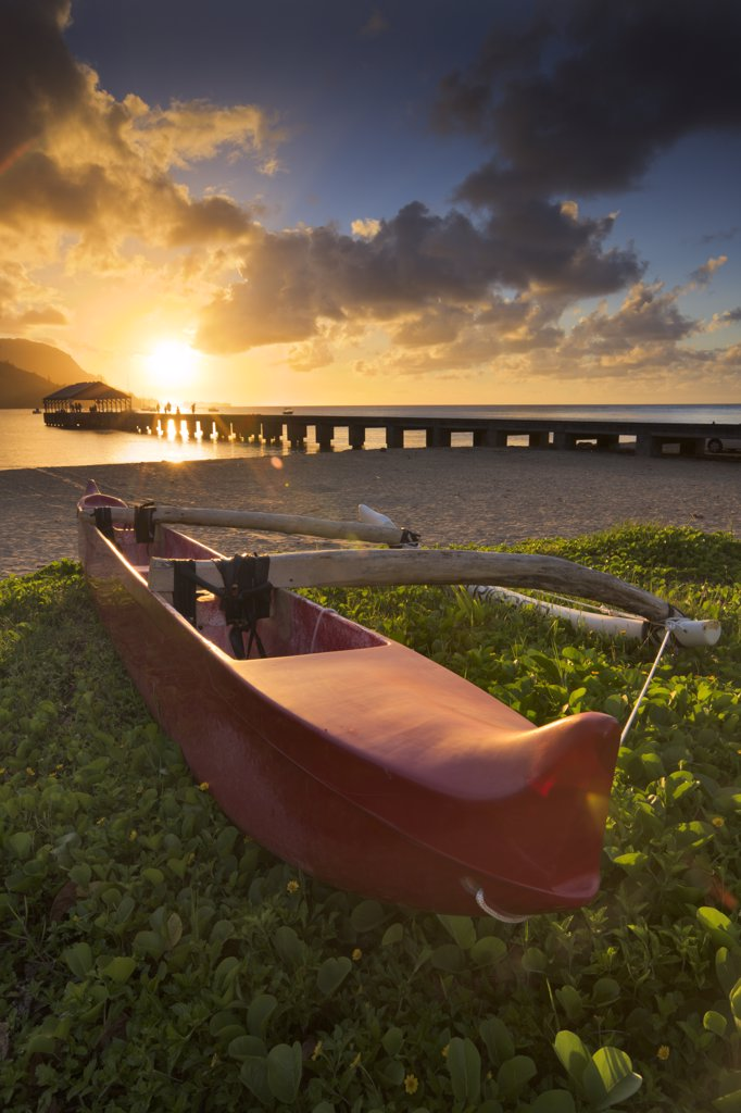 Boat on the beach with pier in the background, Hanalei Harbor, Hanalei Bay, Kauai, Hawaii, USA : Stock Photo