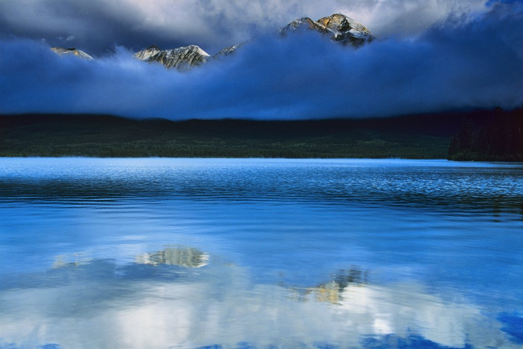 Stock Photo: 4097-1887 Lake in front of mountains, Pyramid Lake, Pyramid Mountain, Jasper National Park, Alberta, Canada