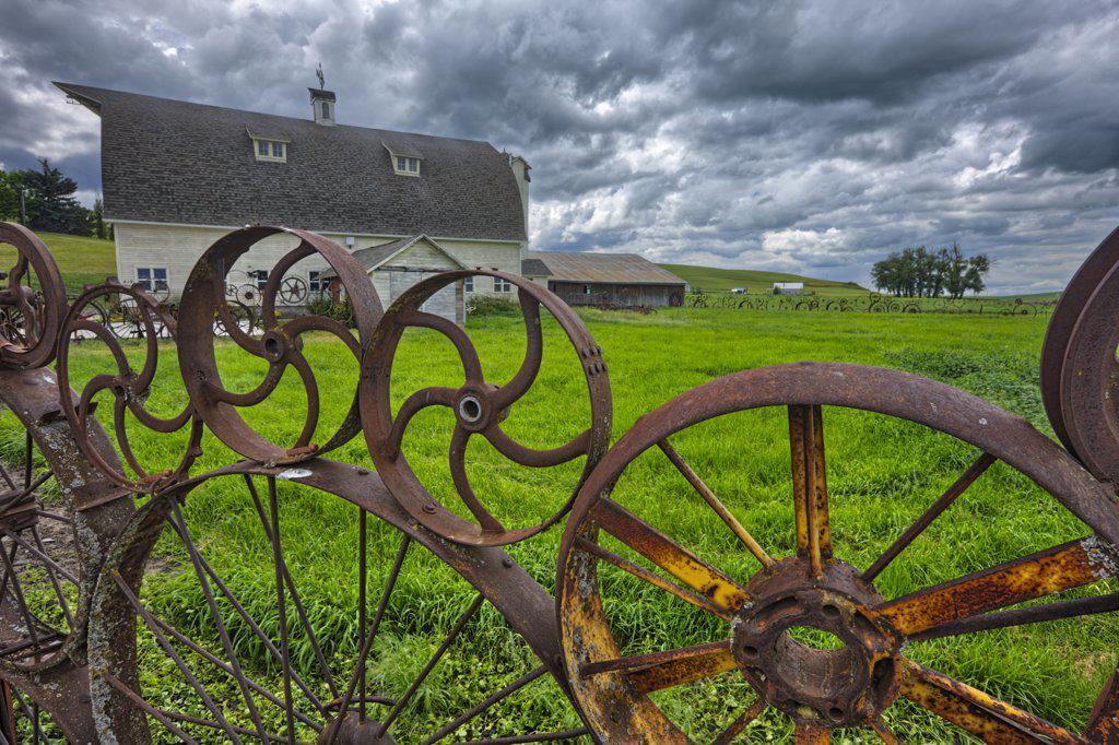 Stock Photo: 4097-2633 Wagon wheel fence in a field, Palouse, Washington State, USA