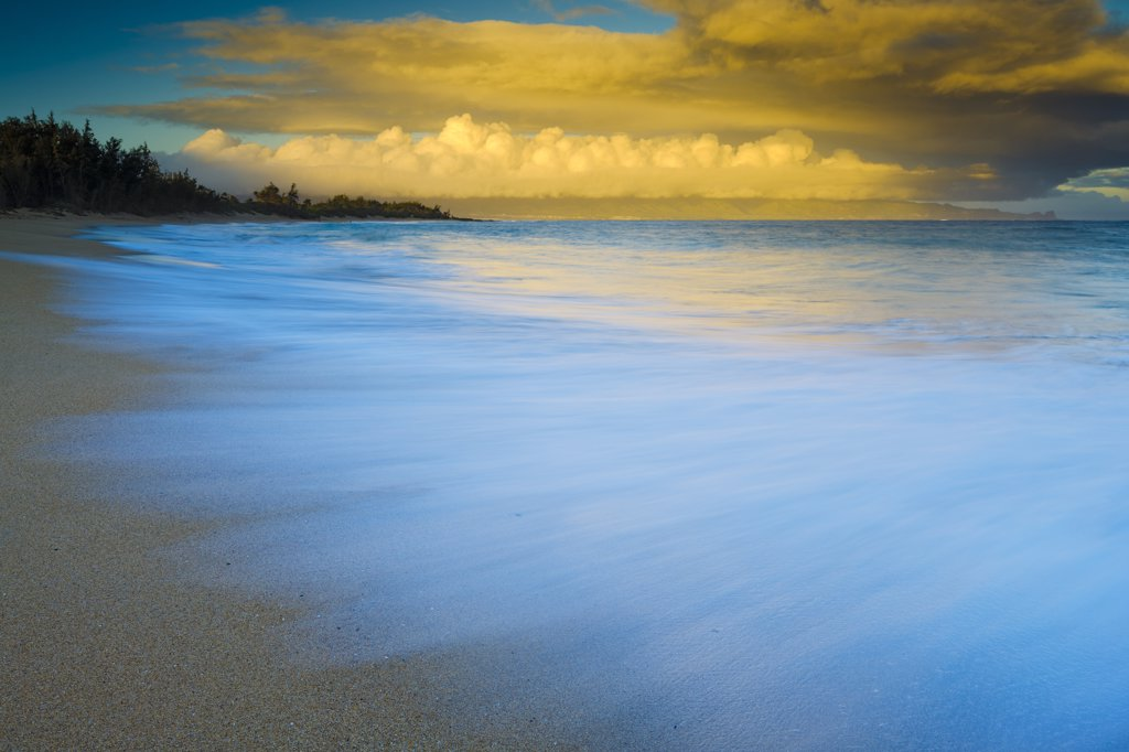 Clouds over the ocean, Baldwin Beach, Maui, Hawaii, USA : Stock Photo