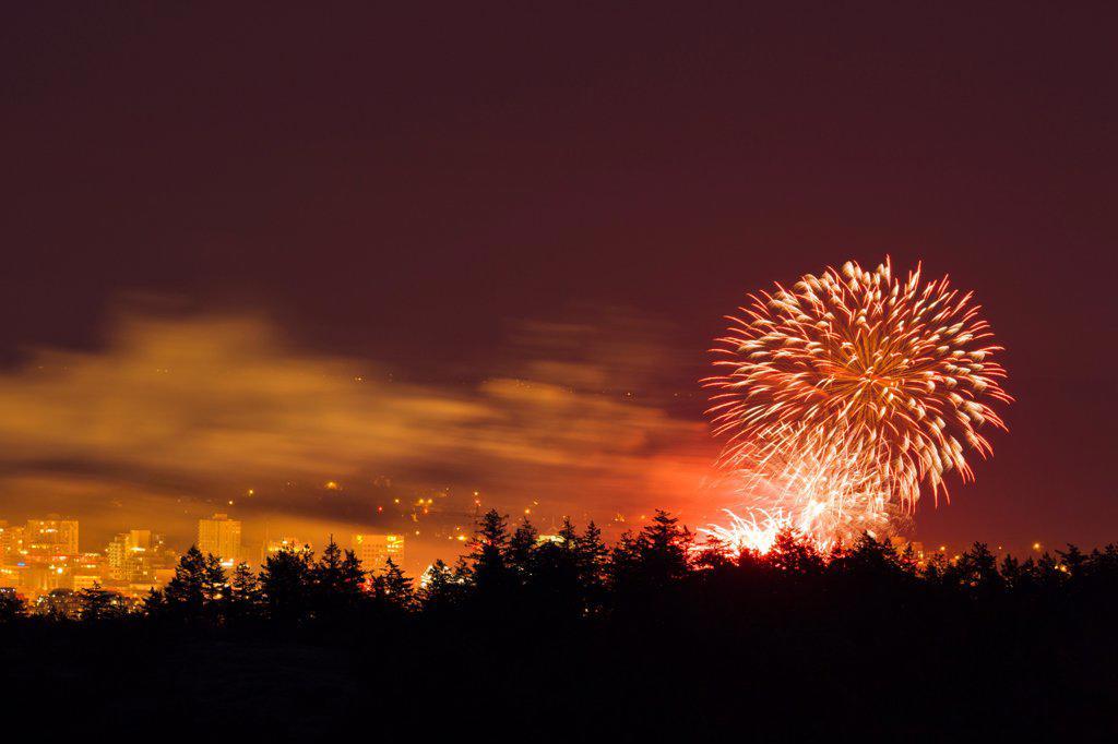 Stock Photo: 4097-4549 Canada, British Columbia, Victoria, Canada Day fire works