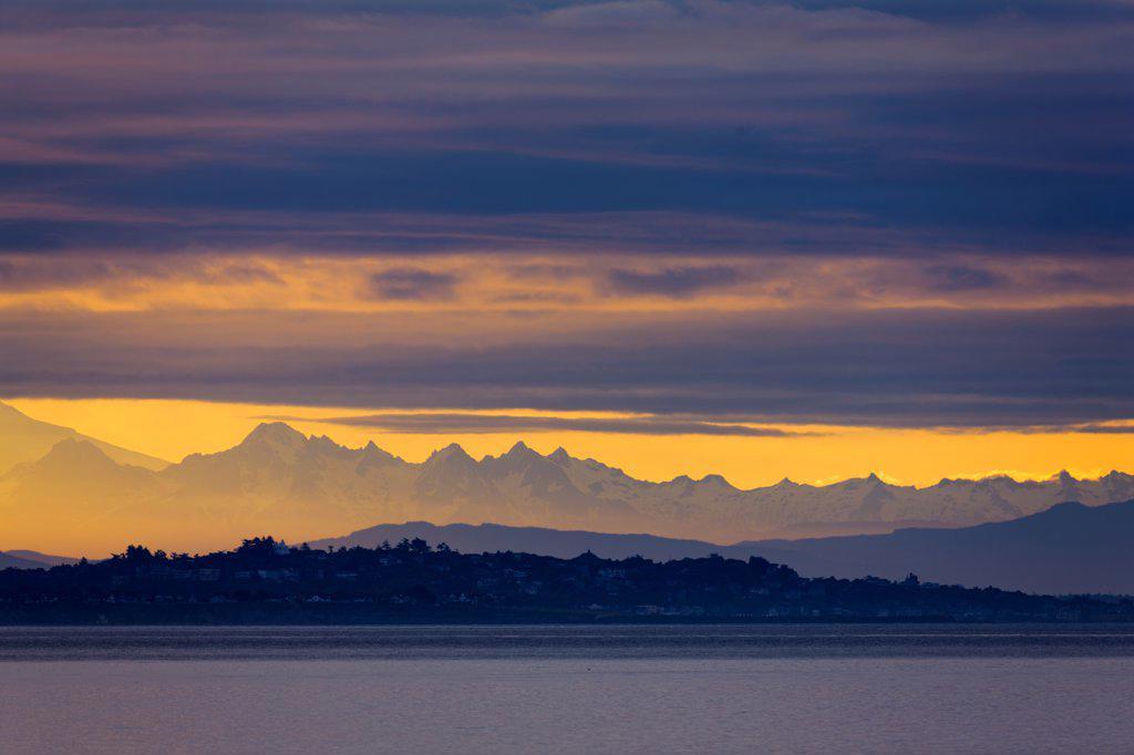 Canada, British Columbia, Victoria, Mountains at sunrise : Stock Photo