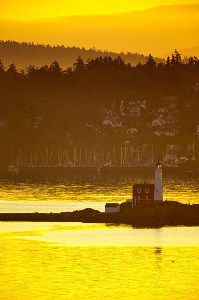 Stock Photo: 4097-4579 Canada, Vancouver Island, Fisgard Lighthouse at sunrise