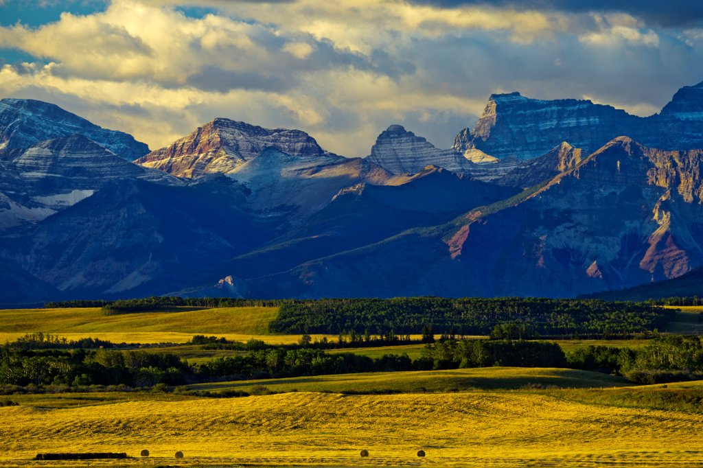 Stock Photo: 4097-4850 Canada, Alberta, Mountain landscape