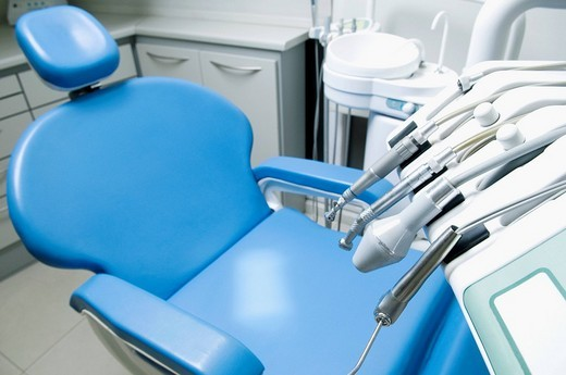 Stock Photo: 4105-2893 Dentist´s chair with instruments in an examination room
