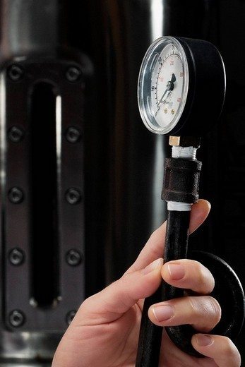 Female doctor holding a pressure gauge in a laboratory : Stock Photo
