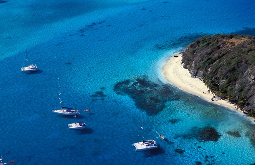 Stock Photo: 4115-1291 Yachts anchored off the beach at Tobago Cays, Grenadines, Caribbean.