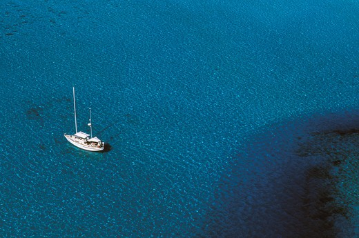 Cruising boat anchored in a lagoon in Moorea, French Polynesia. : Stock Photo