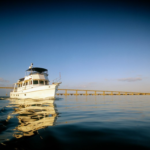 Grand Banks 52 motor yacht cruising the calm water of the Florida Keys between Islamorada and the Seven Mile Bridge. : Stock Photo