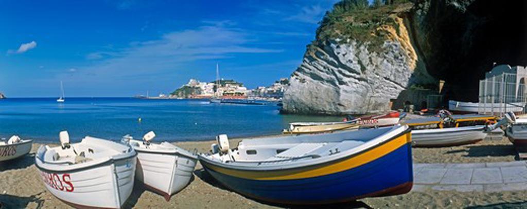 Boats on the beach on the Italian island of Ponza, Bay of Naples, Italy. : Stock Photo