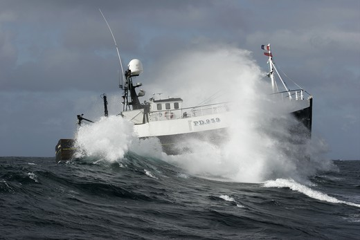 The Peterhead-registered fishing vessel Demares battles through heavy waves in the North Sea : Stock Photo