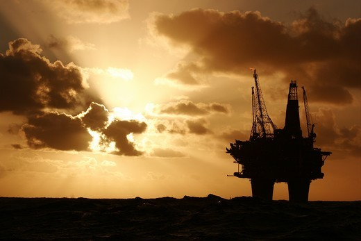 Silhouette of the Statfjord Bravo production platform in the Norwegian section of the North Sea, September 2007 : Stock Photo